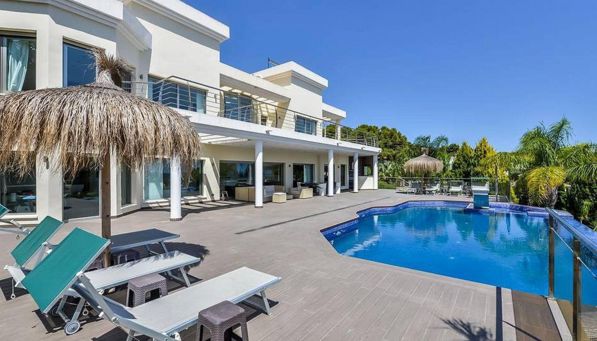 5 bedrooms, 2 pools, Seaview  - Max Villas