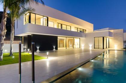Luxe villa met panoramisch zeezicht