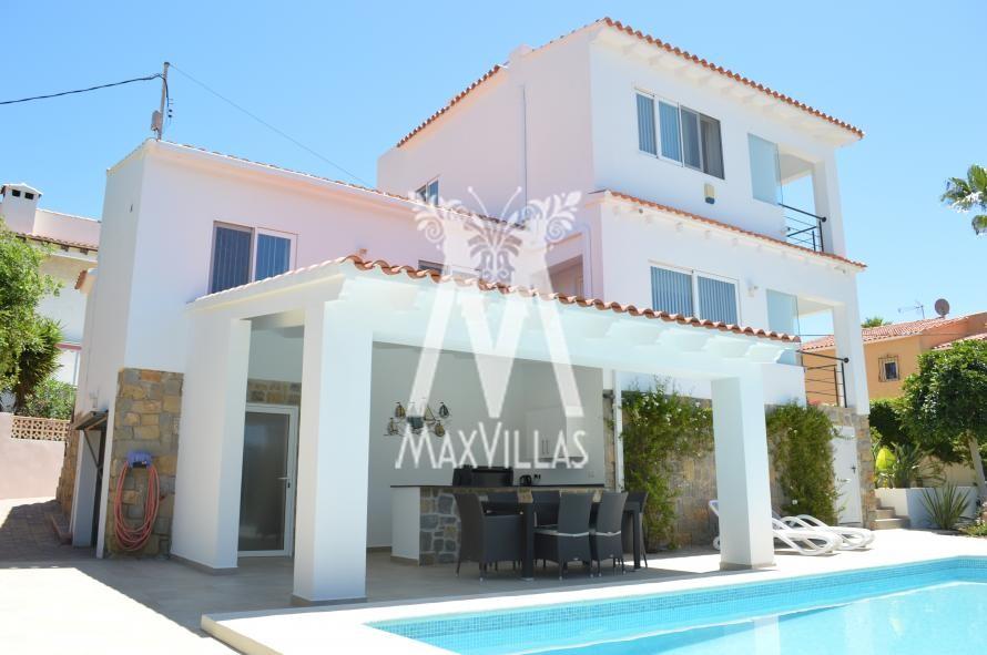 Smaakvol gerenoveerde villa met zeezicht - Max Villas