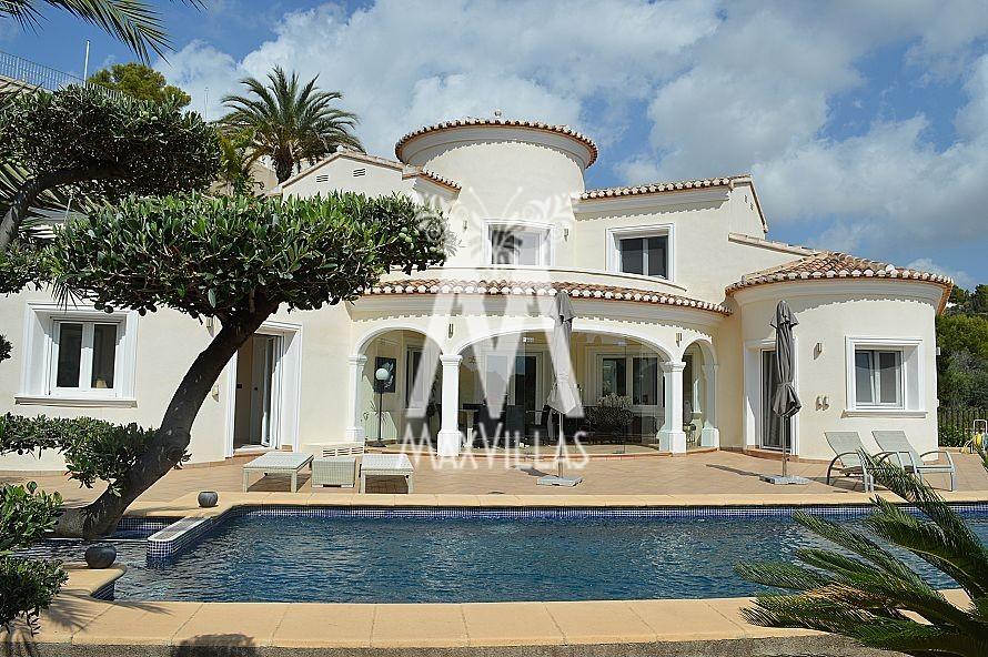 Modern Mediterranean Villa at top location, 1.2km from the sea, privacy and green environment - Max Villas