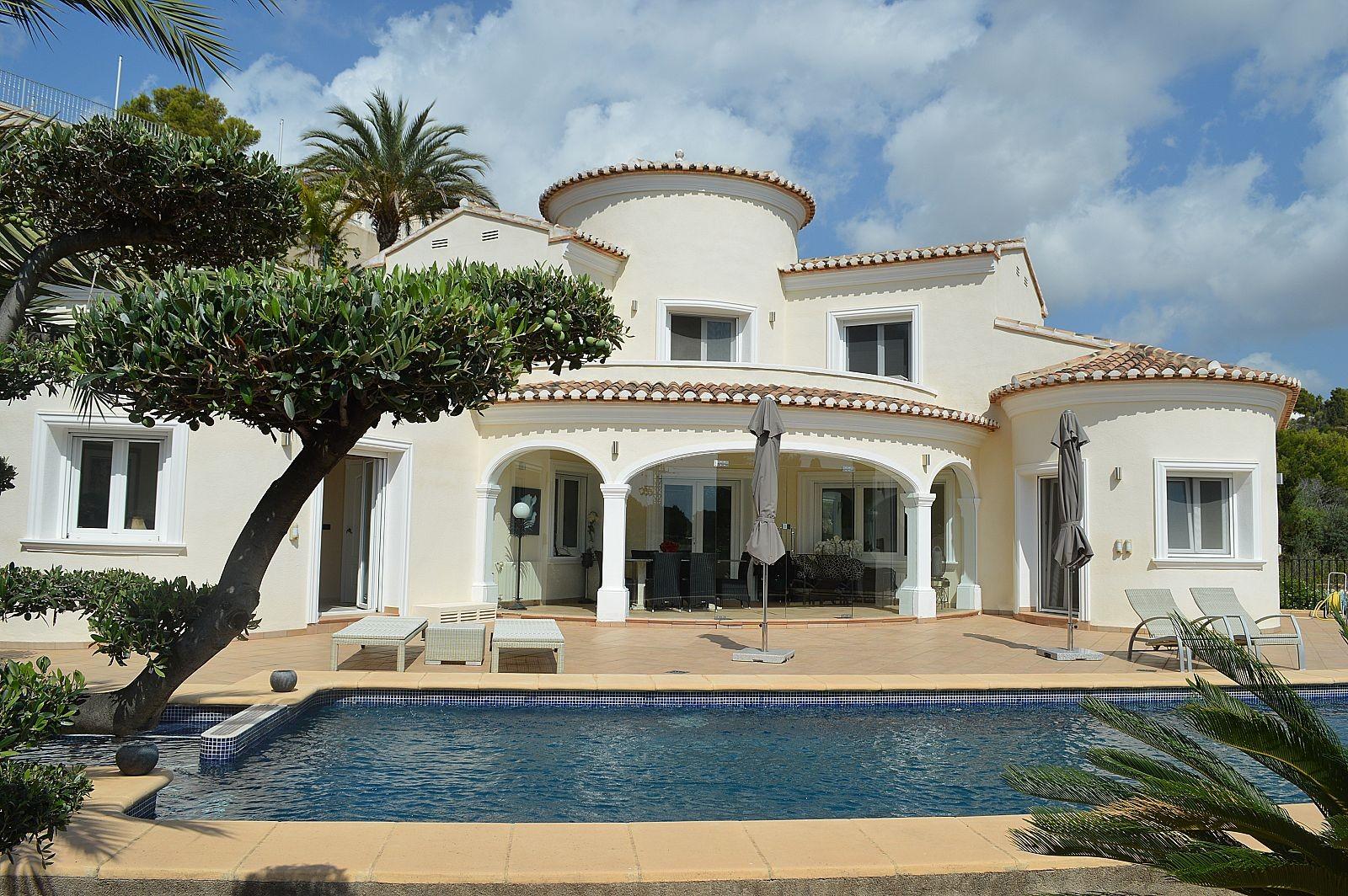 Moderne Mediterraanse Villa op toplocatie, 1.2 km van zee, privacy en groene omgeving - Max Villas
